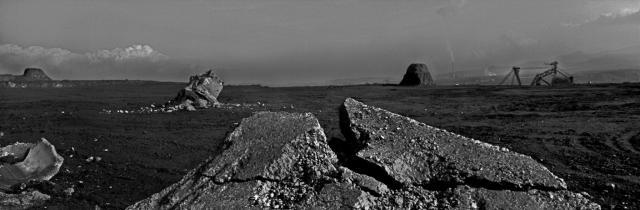 Josef Koudelka:Black Triangle (Ore Mountains). 1992. Bývalý Jeniřův újezd, skrývka