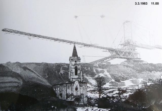 Zasypávání kostela v Radověsicích, 1983, foto: archiv autora