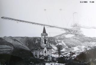 Zasypávání kostela v Radověsicích, 1983